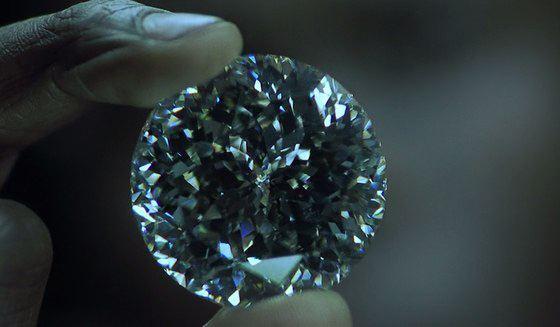 Муассанит практически неотличим от бриллианта