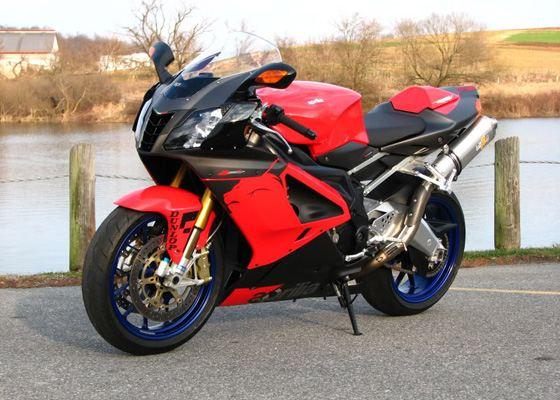 Aprilia RSV 1000R Mille входит в топ самых быстрых мотоциклов