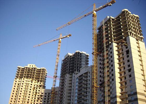 Строительство домов не обходиться без башенных кранов