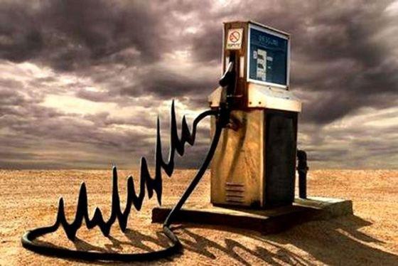 Цены на нефть падают, а на бензин - растут