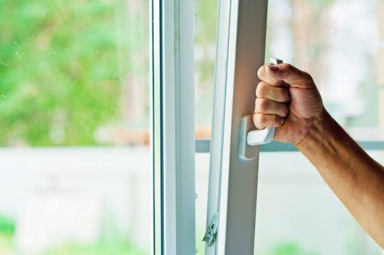 Пластиковые окна облагораживают квартиру