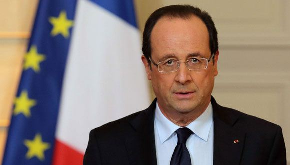 Олланд не торопится передавать России вертолетоносец