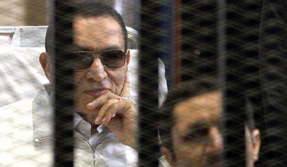 Хосни Мубарак на судебных слушаниях