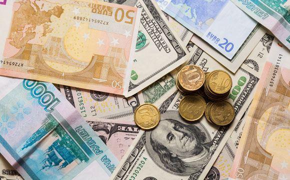 Рубль продолжил дешеветь в ходе торгов 8 декабря