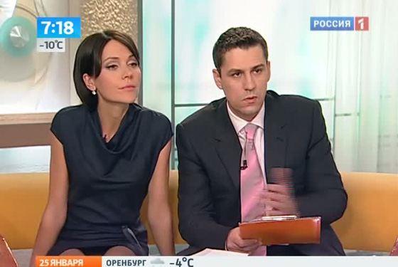 фото под юбкой у телеведущих