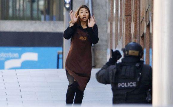 Одна из заложниц, сумевших выбраться из захваченного кафе Lindt