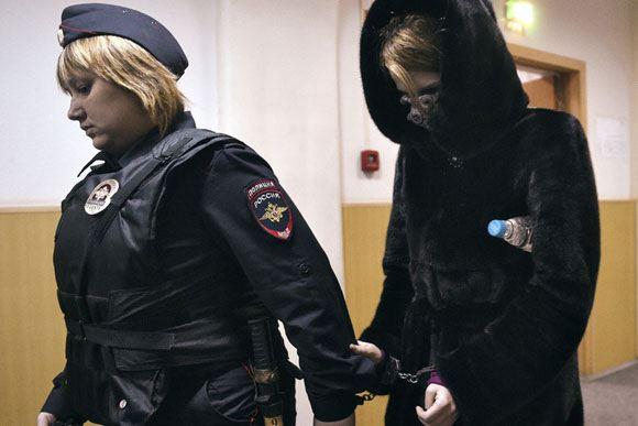 Светлану Кривсун ведут на заседание суда