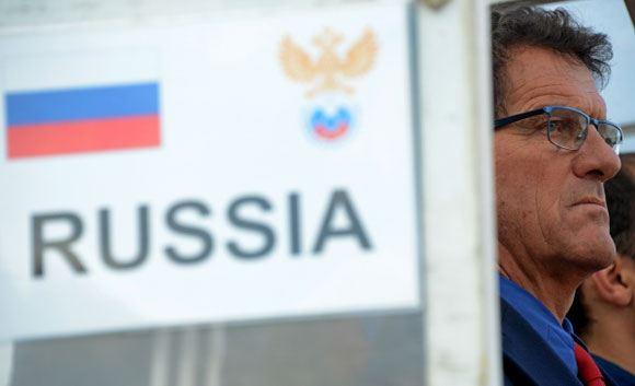 Главный тренер сборной РФ по футболу с мая не получал зарплату