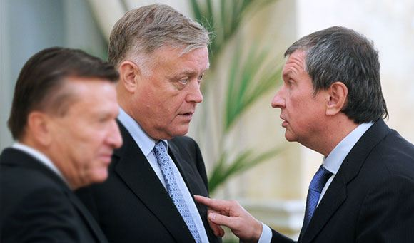 Head of Russian Railways Vladimir Yakunin and Head of Rosneft Igor Sechin