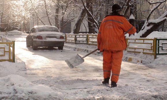 Дворников-мигрантов в Петербурге заменят малолетние преступники