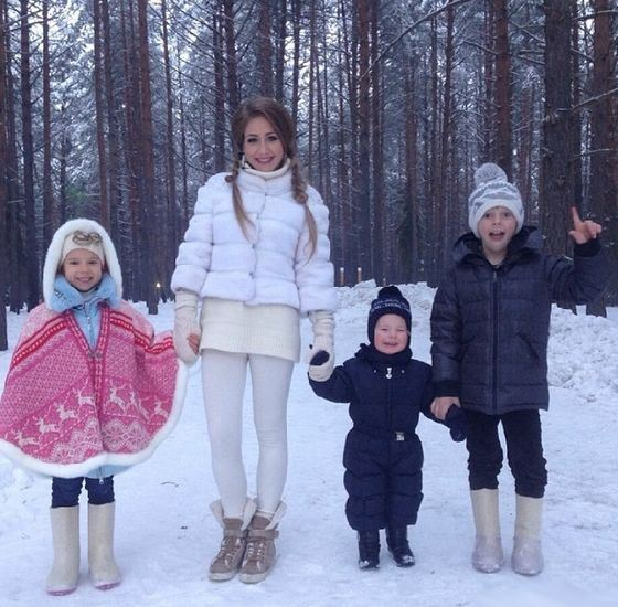 Дети Юлии Барановской носят валенки