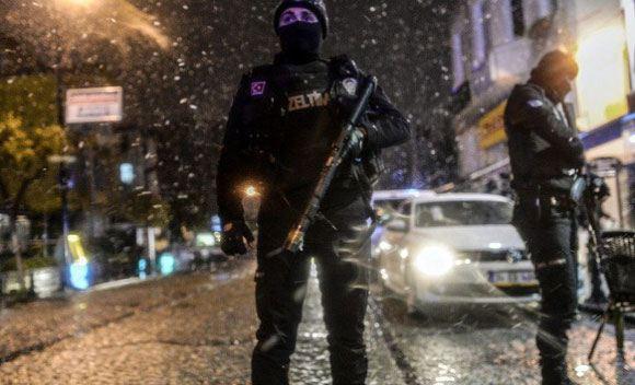 В Стамбуле террористка взорвала себя в полицейском участке