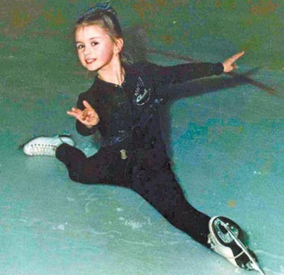 Анна Семенович показала фото из детства