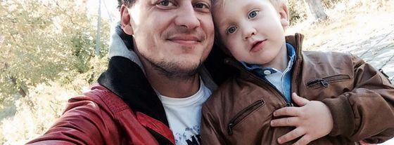 Yevgeny Sinelnikov with his son