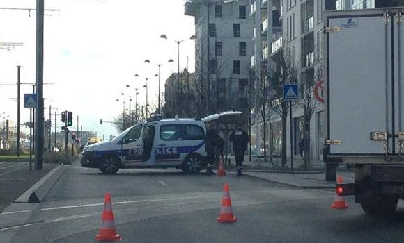 Место инцидента во французском Коломбе, где захватили заложников