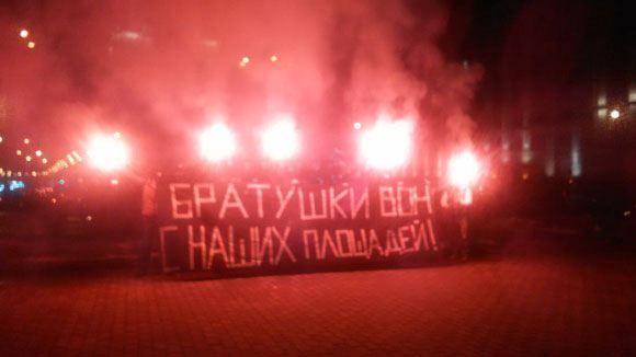 На акцию к украинскому посольству в Москве пришли порядка 70 человек.