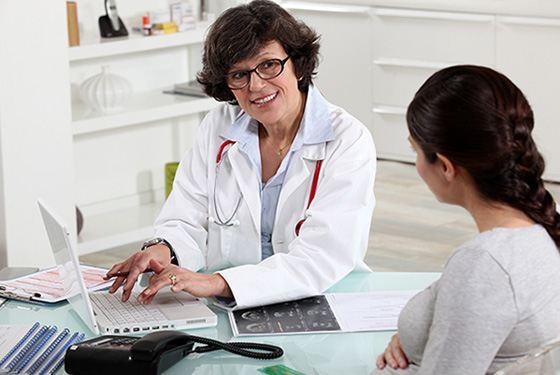 Посещать гинеколога стоит пару раз в год