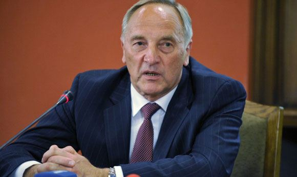 Президент Латвии решил не ехать в Москву на День победы