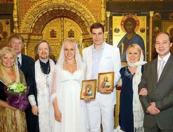 Дмитрий Дюжев пока скрывает имя новорожденного сына