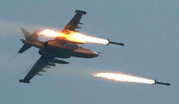Штурмовик Су-25 ВВС ЛНР атаковал колонну украинских войск