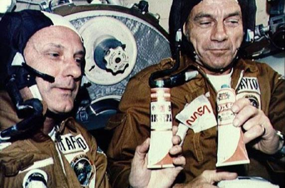 На ВДНХ начали продавать «космическую» еду в тюбиках –