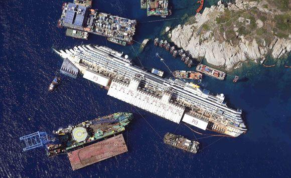 Капитан севшего на рифы судна Costa Concordia получил 16 лет тюрьмы