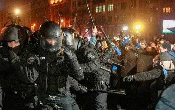 Столкновение «Беркута» с протестующими в Киеве