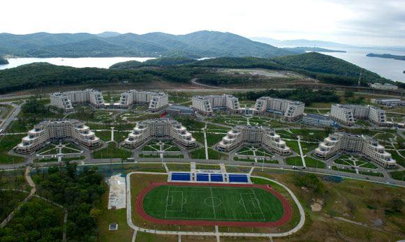 Территория Дальневосточного федерального университета на острове Русский