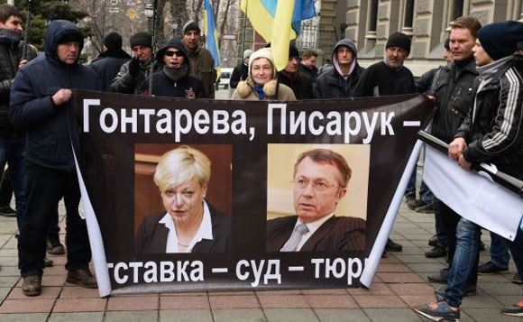 В Киеве протестующие требовали отставки главы Нацбанка