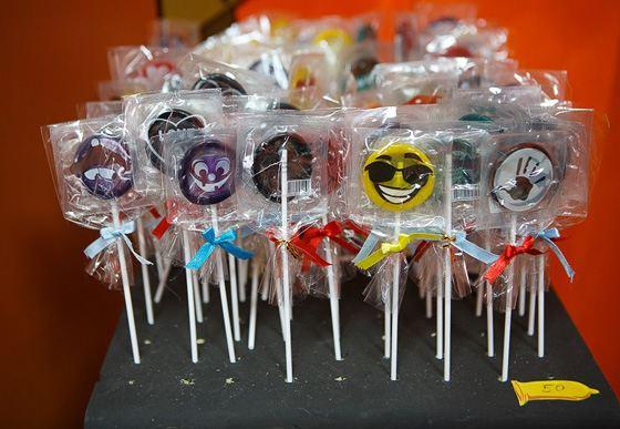 """""""Rubber"""" lollipops"""