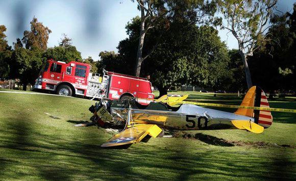 Самолет, аварийно посаженный Фордом на поле для гольфа