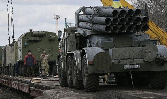 Киев заявляет об окончании процесса отвода тяжелых вооружений