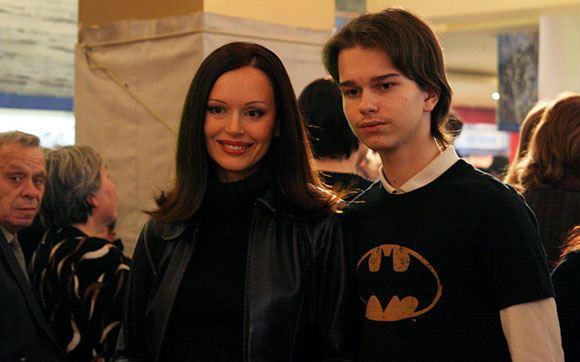 Андрей Ливанов с матерью, Ириной Безруковой