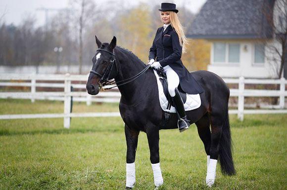 Варвара едва не упала с погнавшей лошади
