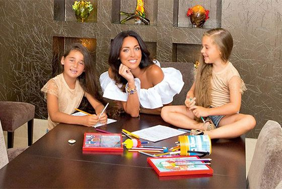 Alsou and her daughters