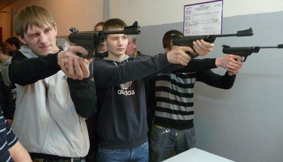 Томский школьник открыл в школе огонь из травматического пистолета
