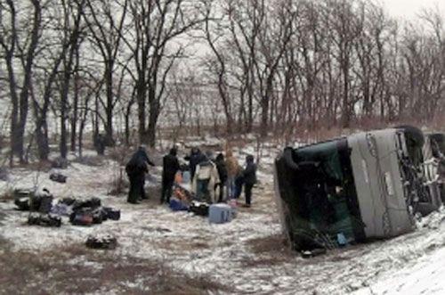 В Ростовской области сдуло с трассы два автобуса