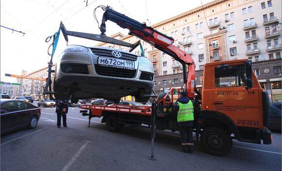 С Новой площади в Москве эвакуировали автомобили сотрудников администрации президента