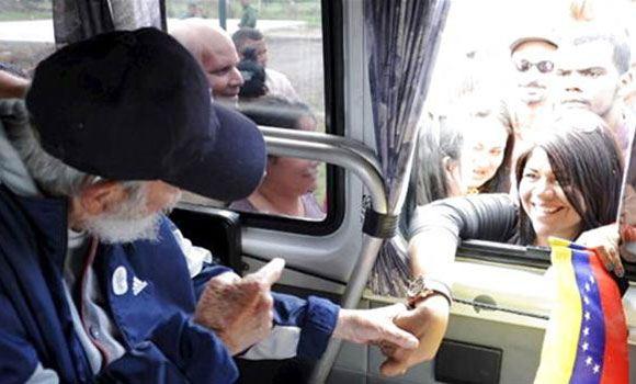Фидель Кастро общается с представителями Венесуэлы