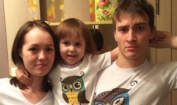 Василиса, утонувшая в бассейне в Таиланде, и ее родители