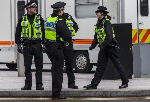 В Англии полиция задержала юношу и девушку по подозрению в терроризме