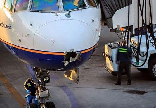 Пробоина в носу «Боинга» авиакомпании Icelandair