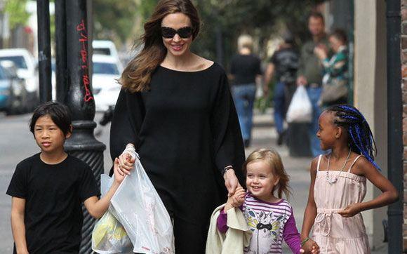 Анджелина Джоли удалила яичники, опасаясь рака