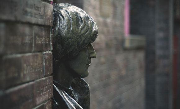 Памятник Джону Леннону у клуба Cavern в Ливерпуле