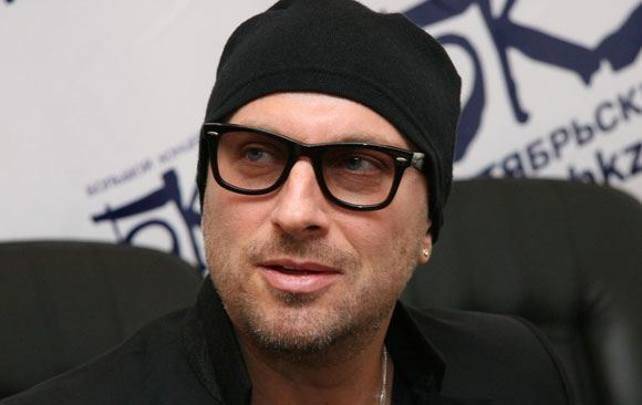 Дмитрий Нагиев рассказал, что носит темные очки из-за заболевания