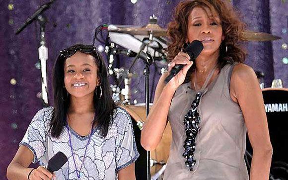 Бобби Кристина Браун подпевает матери – Уитни Хьюстон
