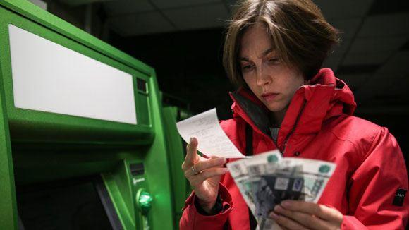 Курс рубля снова просел по отношению к доллару и евро