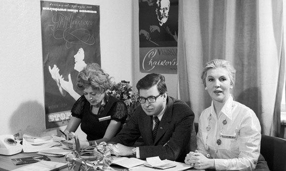 В столице умерла знаменитая советская телеведущая Элеонора Беляева (справа)