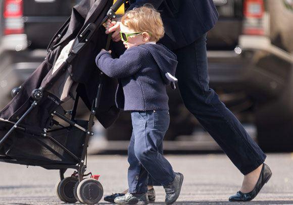 Принц Георг гуляет по Лондону с няней