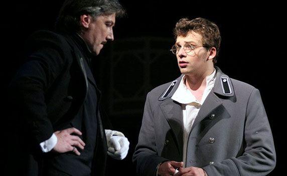 Алексей Янин (справа) в спектакле «Ин и Ян»